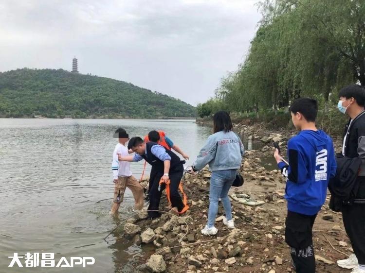 都昌:14岁少年玩游戏被骗,跑到东湖欲跳水自杀